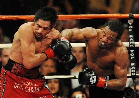 4c1f4dbe6af3a1f69e97c757186e1dee-getty-box-usa-mex-welter-mosley-margarito_medium