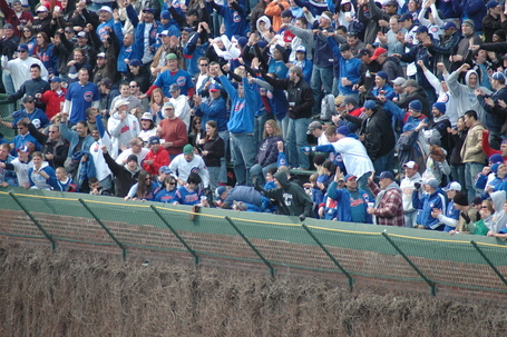 Mark DeRosa's 9th inning HR lands in the LF bleachers