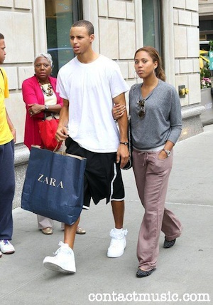 Stephen Curry Shopping With Girlfriend In New York Sb