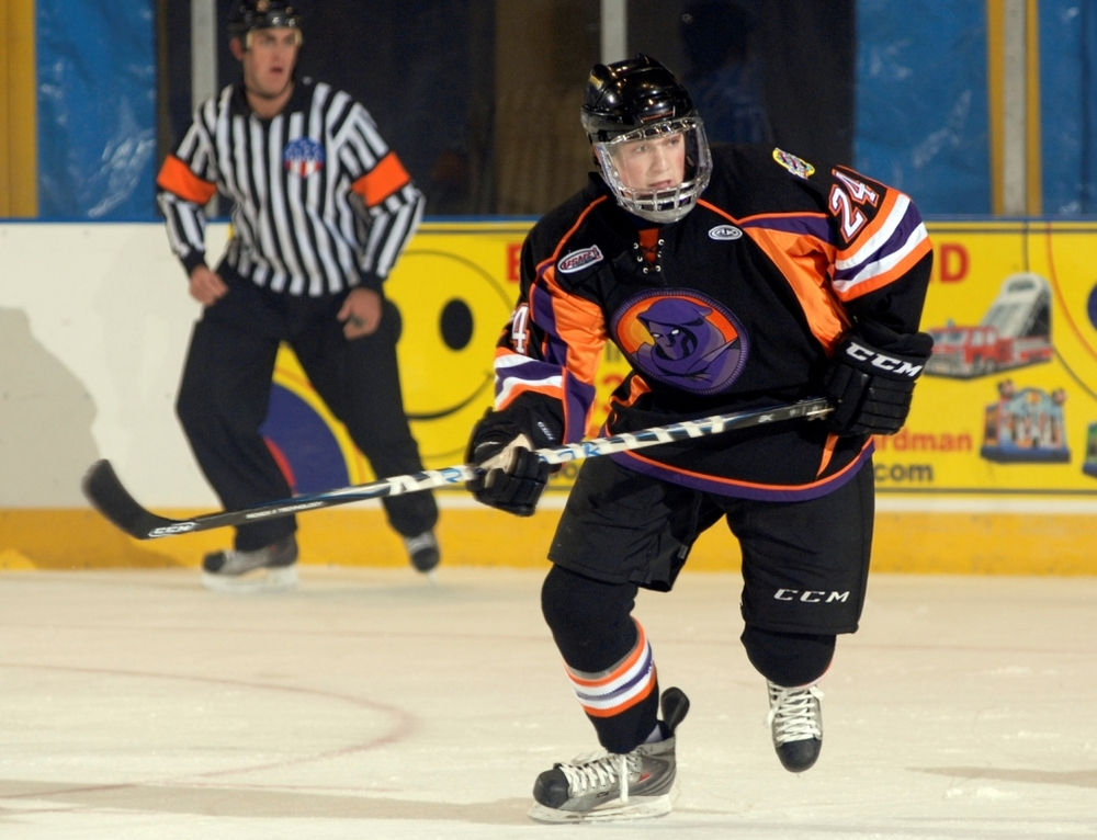 Hometown Hockey  Valencia s Ty Loney of the USHL s Youngstown Phantoms 65a4bec91