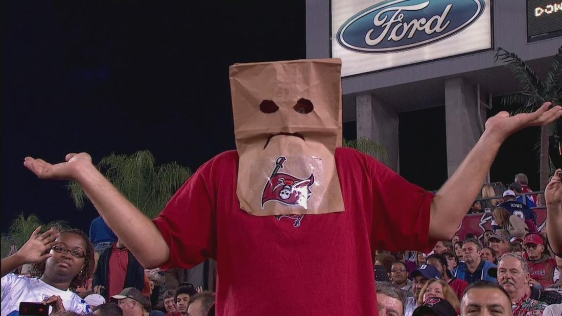 Photo Tampa Bay Buccaneers Fan Breaks Out The Paper Bag Sbnation Com